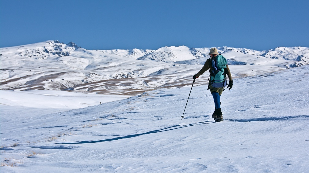 Tramper on iced-up Old Man Range (Kopuwai)